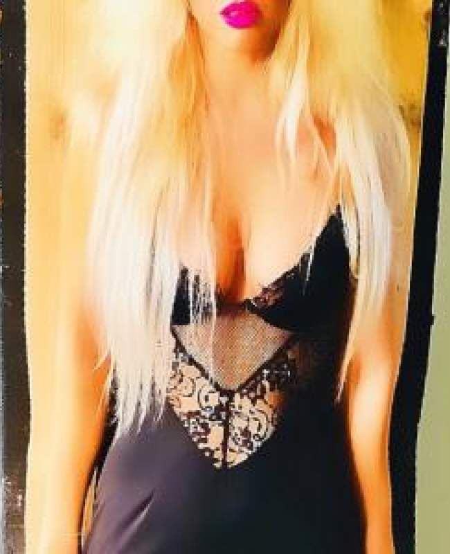 Escort Sienna Manchester Bolton Blackburn in Black Dress